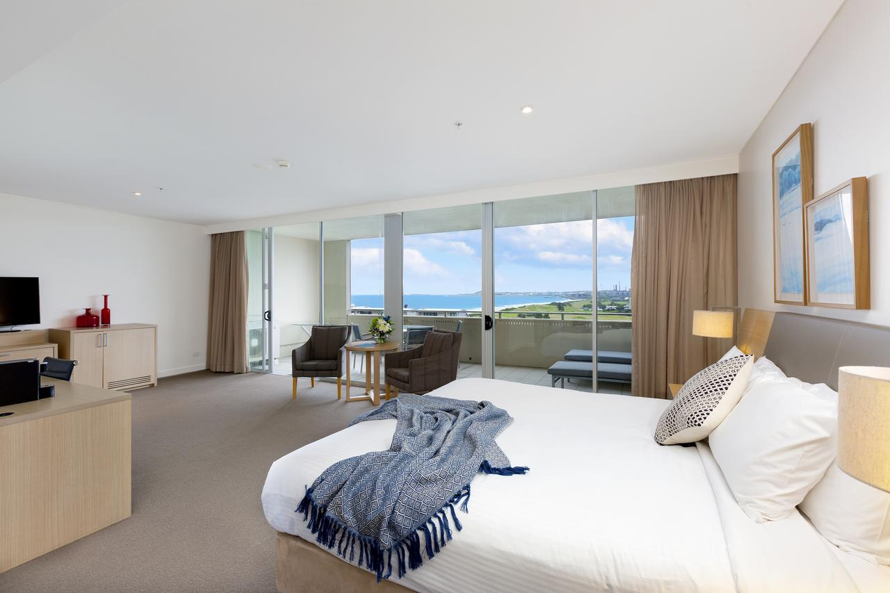 Sage Hotel Wollongong - Surfers Paradise Gold Coast