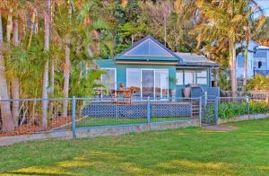 Swan Bay Hideaway - Surfers Gold Coast
