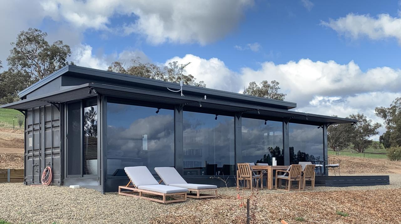 Belisi Farmstay Cottage - Surfers Gold Coast