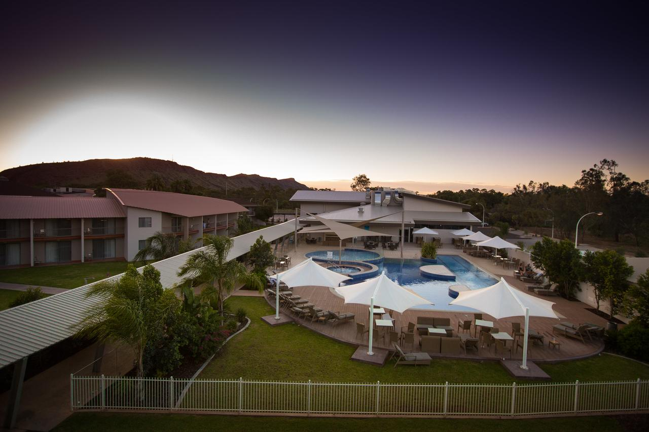Crowne Plaza Alice Springs Lasseters - Surfers Gold Coast