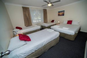 Beaches Serviced Apartments - Surfers Gold Coast