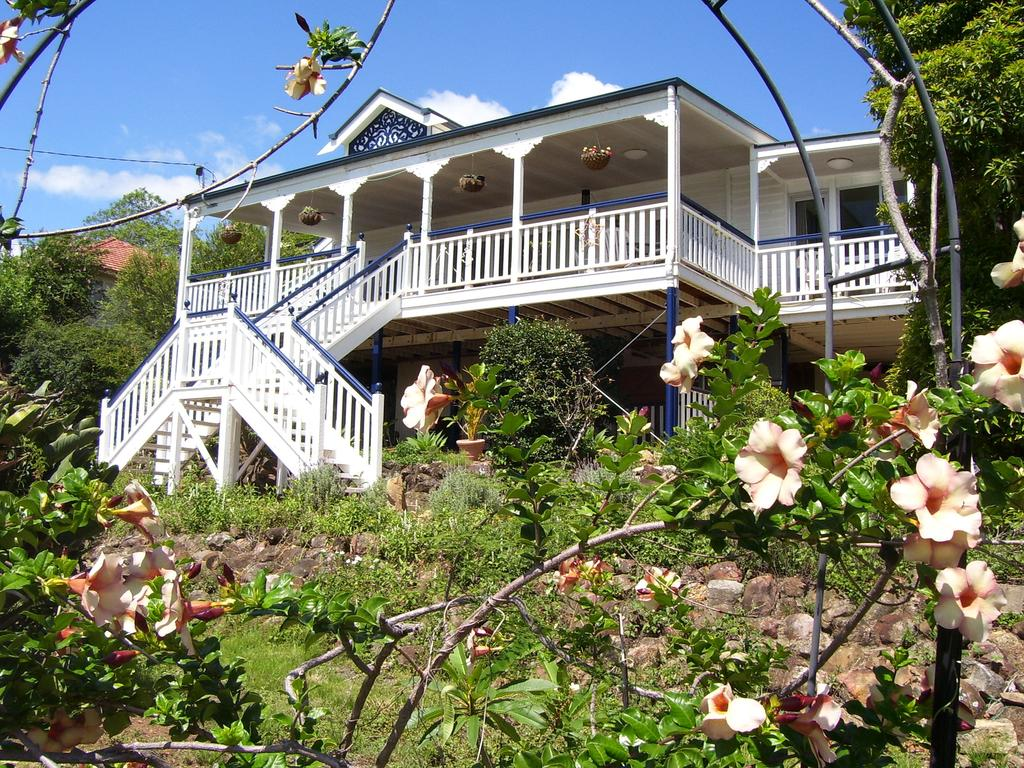 Boonah Hilltop Cottage - Surfers Gold Coast