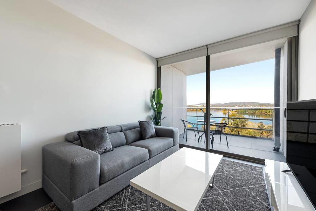 Canberra Luxury Apartment 5 - Surfers Gold Coast