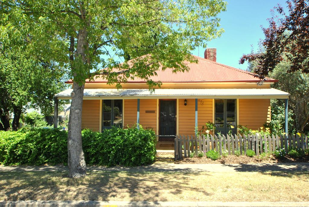 Cooma Cottage - Surfers Gold Coast