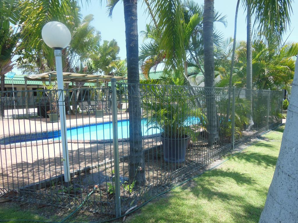 Country Road Motel - Surfers Gold Coast