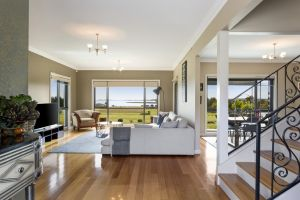 LUXURY WATERFRONT FAMILY HOME-TASMANIA I-L'Abode - Surfers Gold Coast