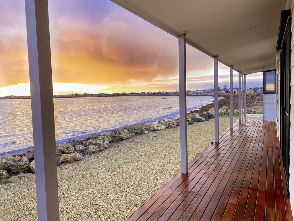 Smart Beach House  Pelican Point - Surfers Gold Coast