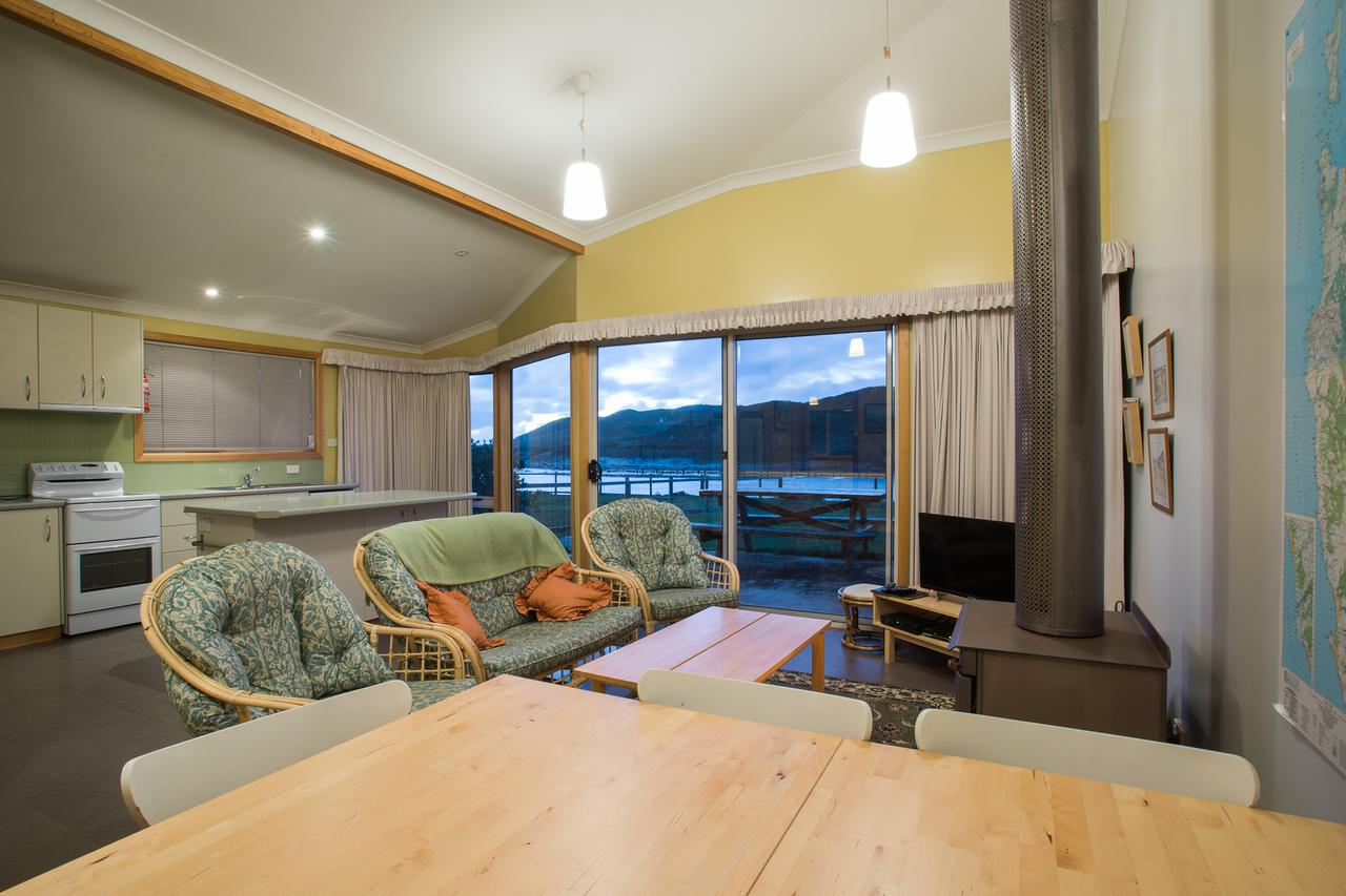 Arthur Riverfront and Sea Lodge downstream - Surfers Gold Coast