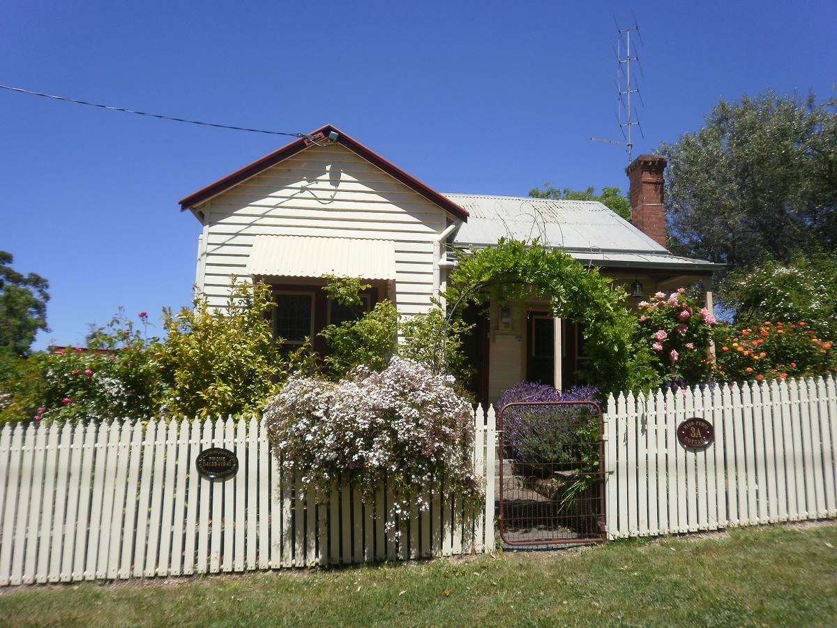 Miss Pym's Cottage - Surfers Paradise Gold Coast