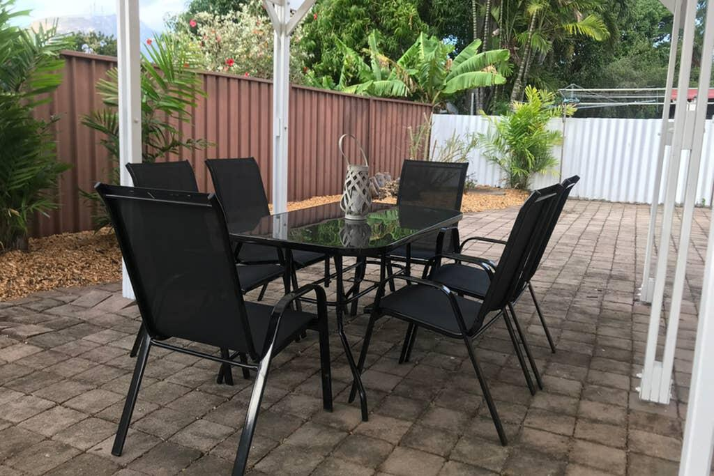 Townsville Wistaria Spacious Home - Surfers Gold Coast