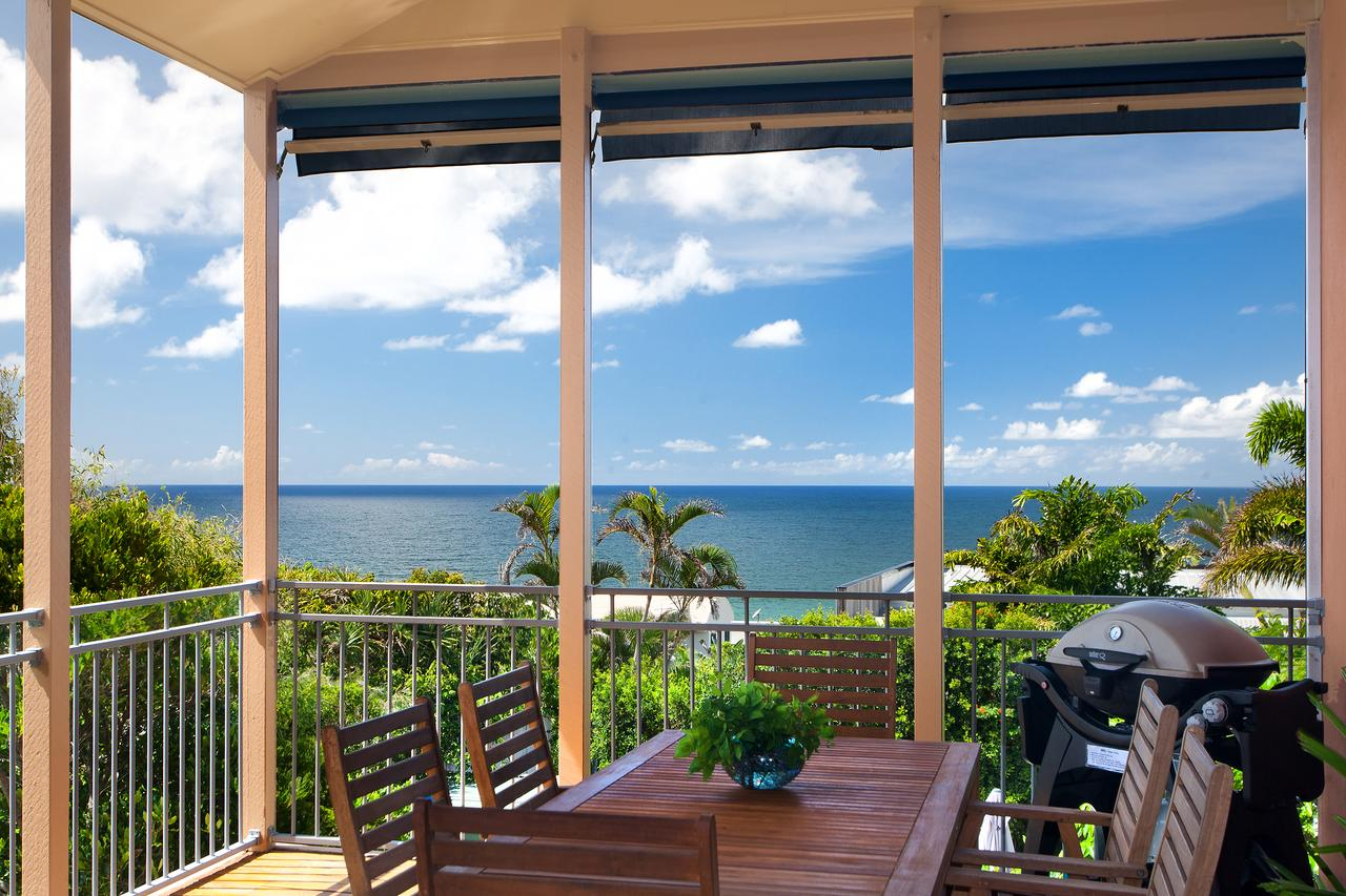 Jolly Roger's Beach House - Surfers Gold Coast