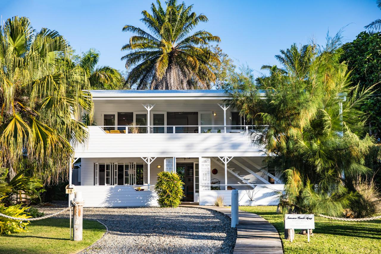 Jamaica Beach House - Surfers Gold Coast