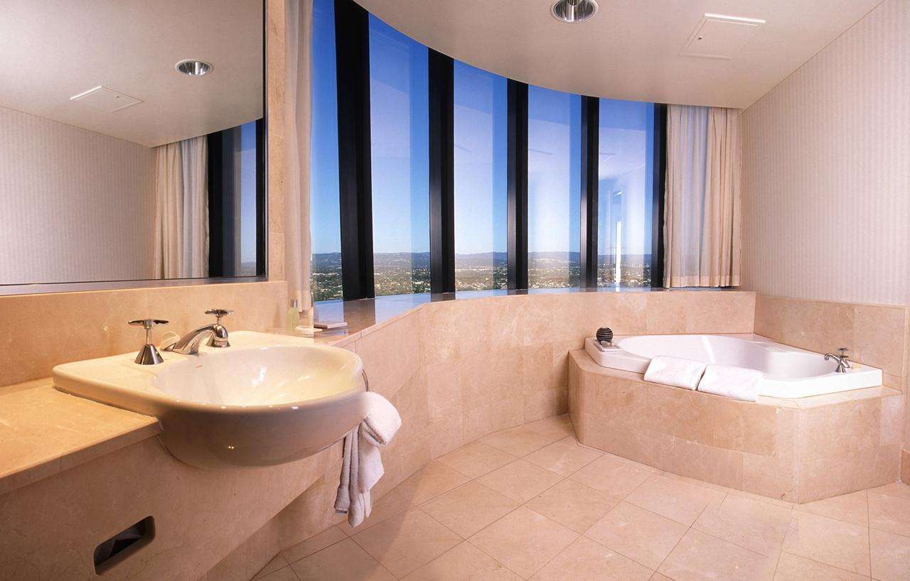Crowne Plaza Surfers Paradise - Surfers Gold Coast