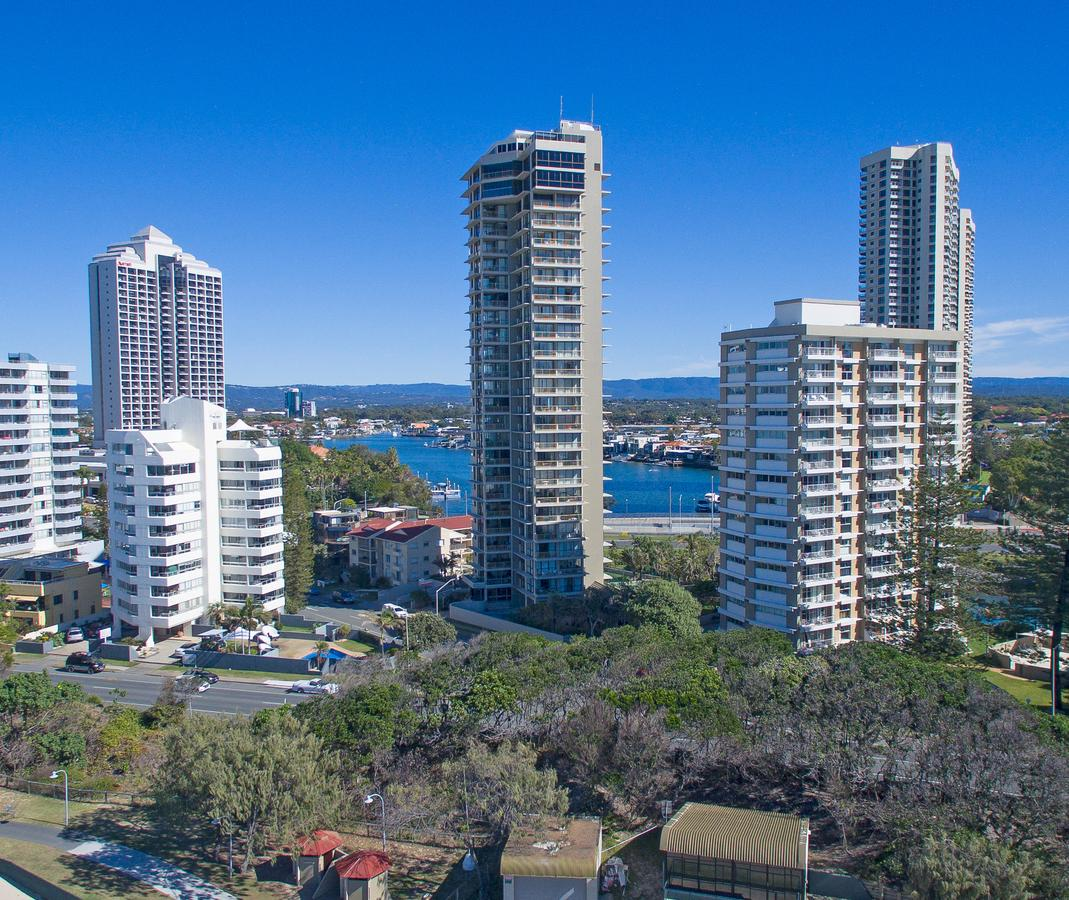 Capricorn One Beachside Holiday Apartments - Official - Surfers Gold Coast