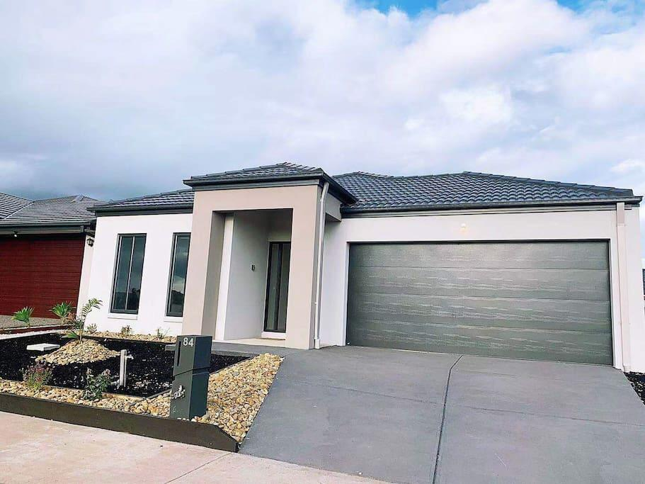 4Bed 2Bath Cozy Guesthouse in Tarneit - Surfers Gold Coast