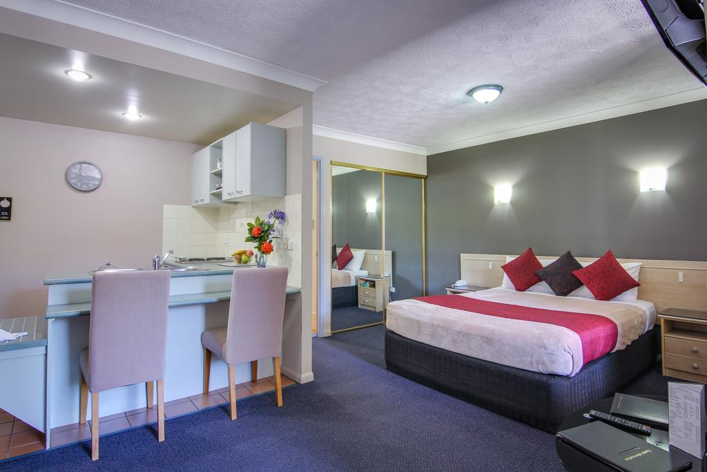 AAA Airport Albion Manor Apartments and Motel - Surfers Gold Coast