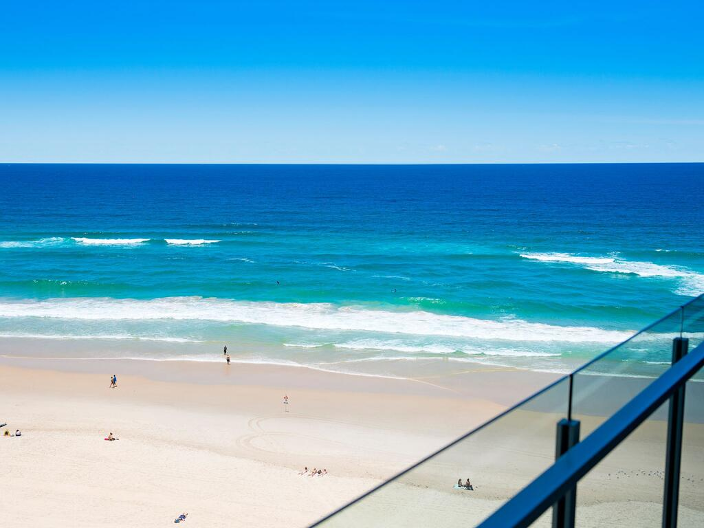 Absolute Beachfront In The Heart Of Surfers Paradi - Surfers Gold Coast