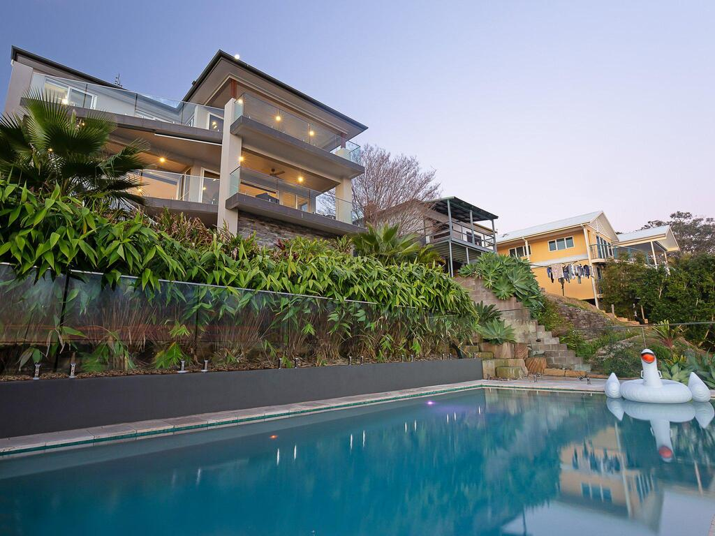 Absolute Waterfront Lakehouse Fishing Point Waterfront Pool Jetty - Surfers Gold Coast