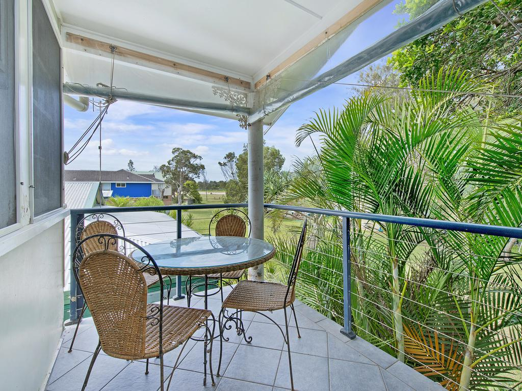 Allamanda House 3 Willow Street - Surfers Gold Coast