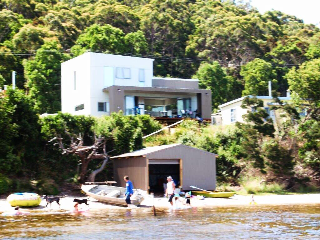 Amazing Ansons Bay Absolute Waterfront Beach House - Surfers Gold Coast
