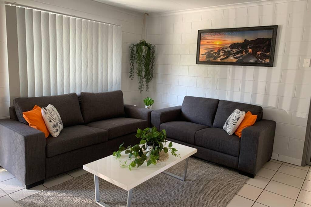 Andergrove Home with a Garden View-Wi-fi  Netflix - Surfers Gold Coast