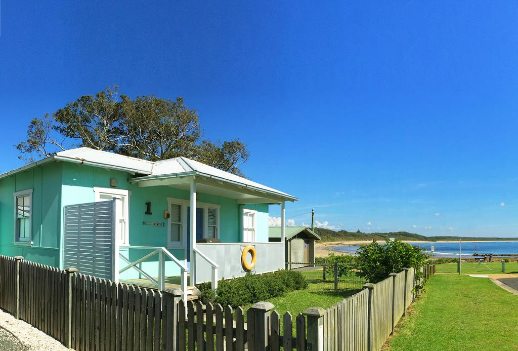 Aurora Beachfront Cottage - Surfers Gold Coast