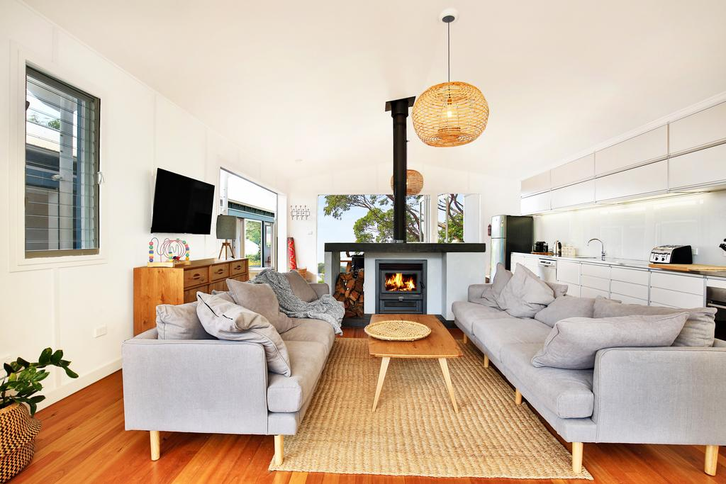 Ayana Beach House - Pet Friendly - Opposite Beach - Surfers Gold Coast
