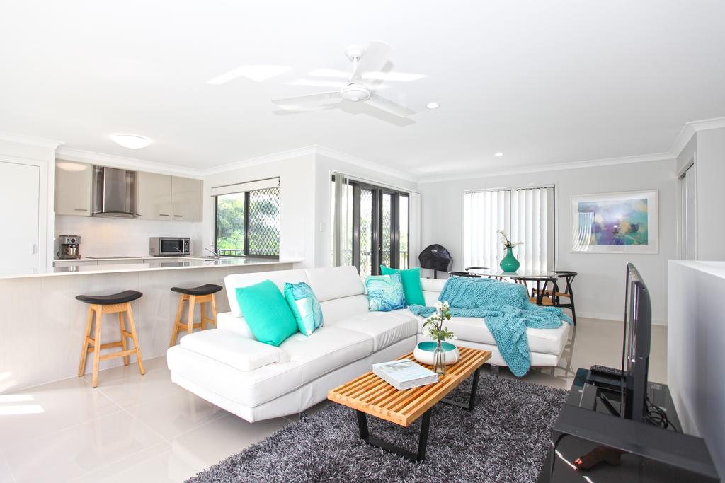 Beach Breeze Holiday House - Surfers Gold Coast