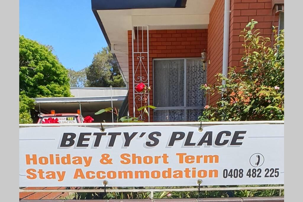 Betty's Place - Surfers Gold Coast